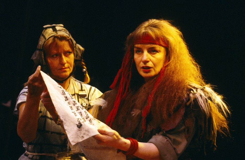 Macbeth (1987). Right - Noreen Kershaw (Lady Macbeth). Photo by Donald Cooper, www.photostage.co.uk